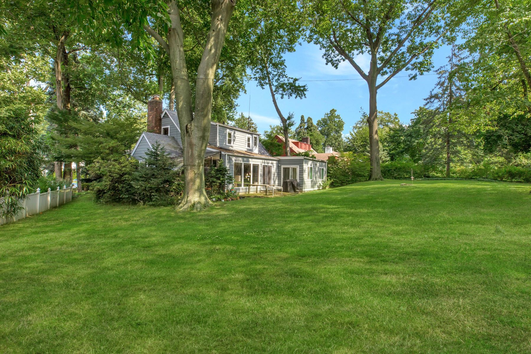 Single Family Home for Sale at 21 Ascot Ridge Rd , Great Neck, NY 11021 Great Neck, New York, 11021 United States