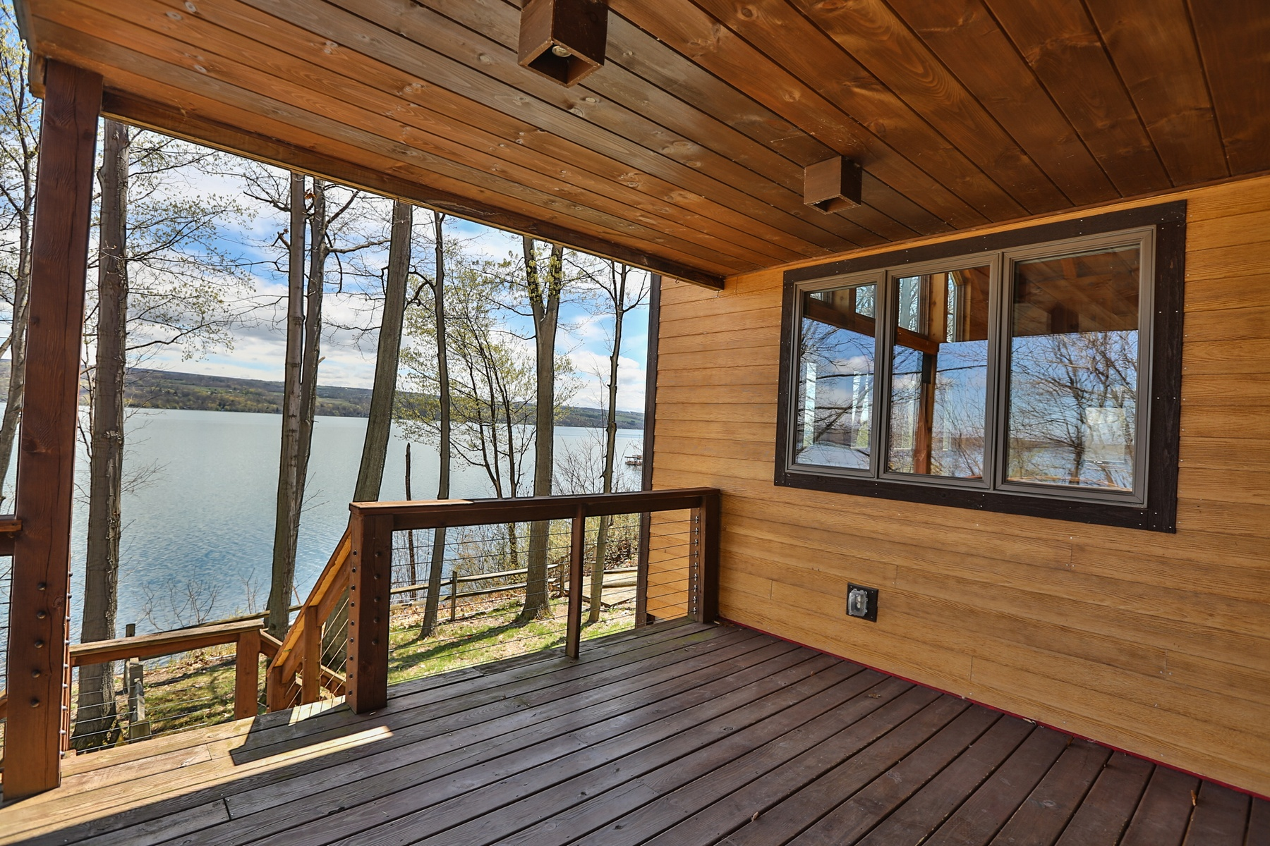 Additional photo for property listing at Spectacular Timber Frame on Seneca  Lake 4572  Lakeview Rd Dundee, 紐約州 14837 美國