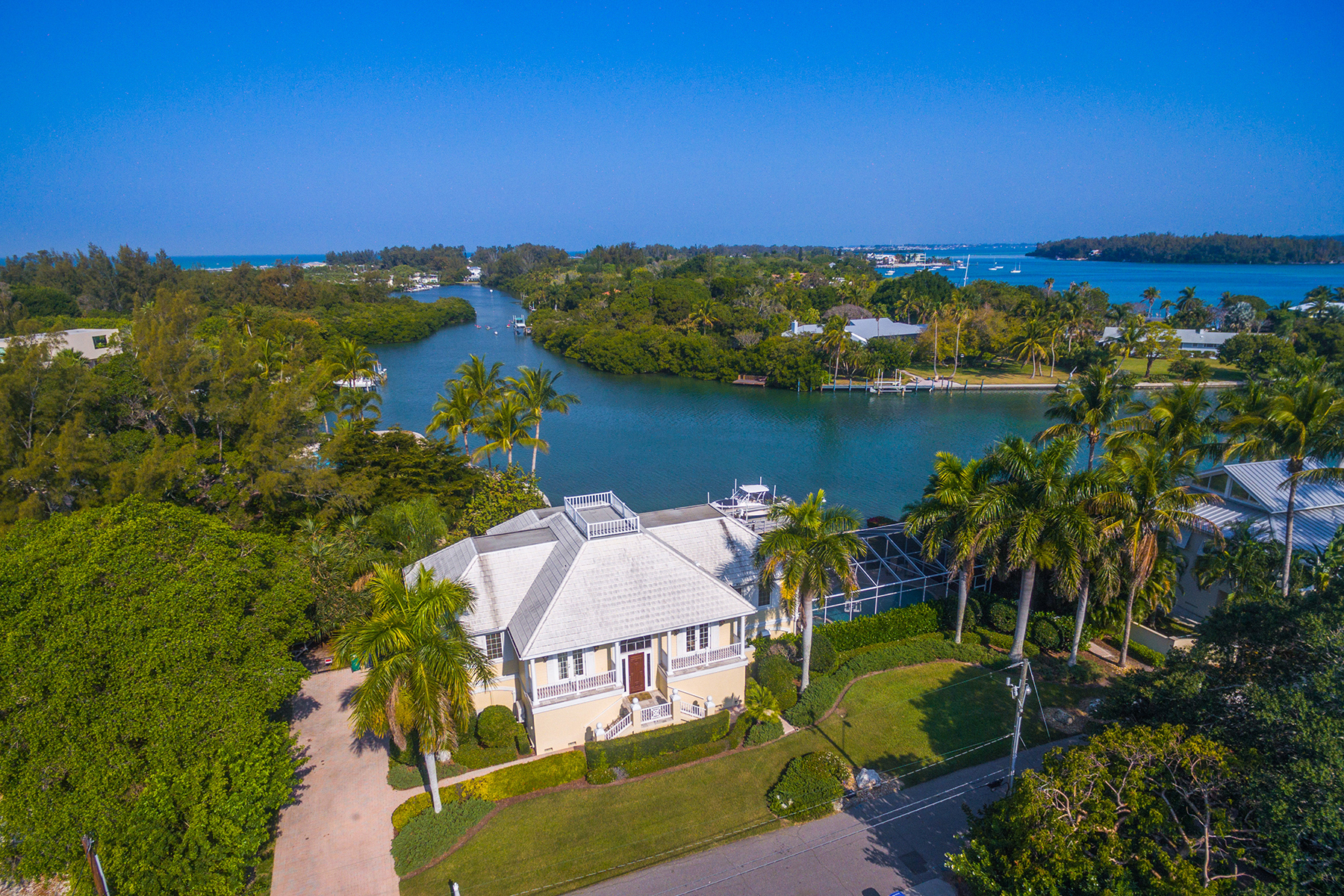 Single Family Home for Sale at SLEEPY LAGOON 593 Juan Anasco Dr Longboat Key, Florida, 34228 United States