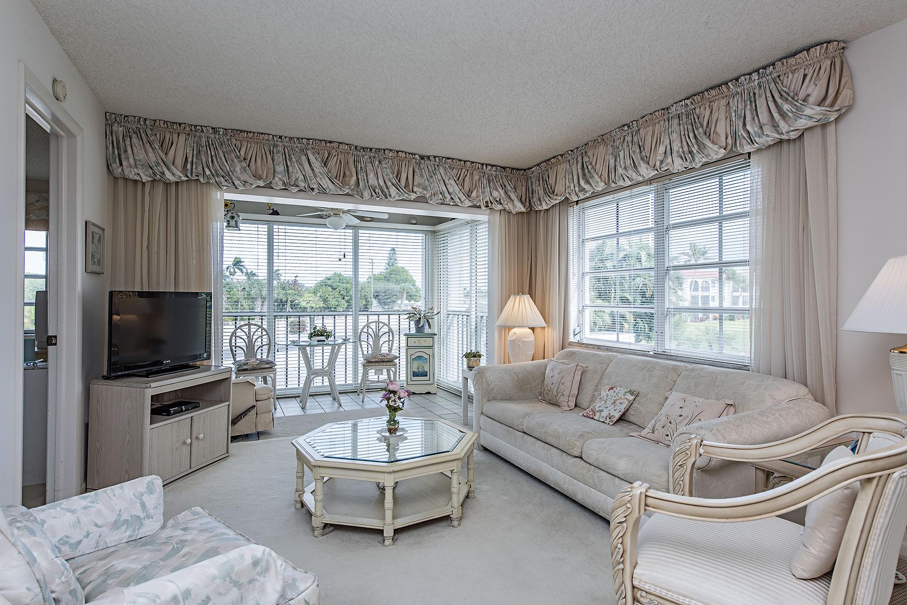 Appartement en copropriété pour l Vente à Naples 5 High Point Cir W 207 Naples, Florida, 34103 États-Unis