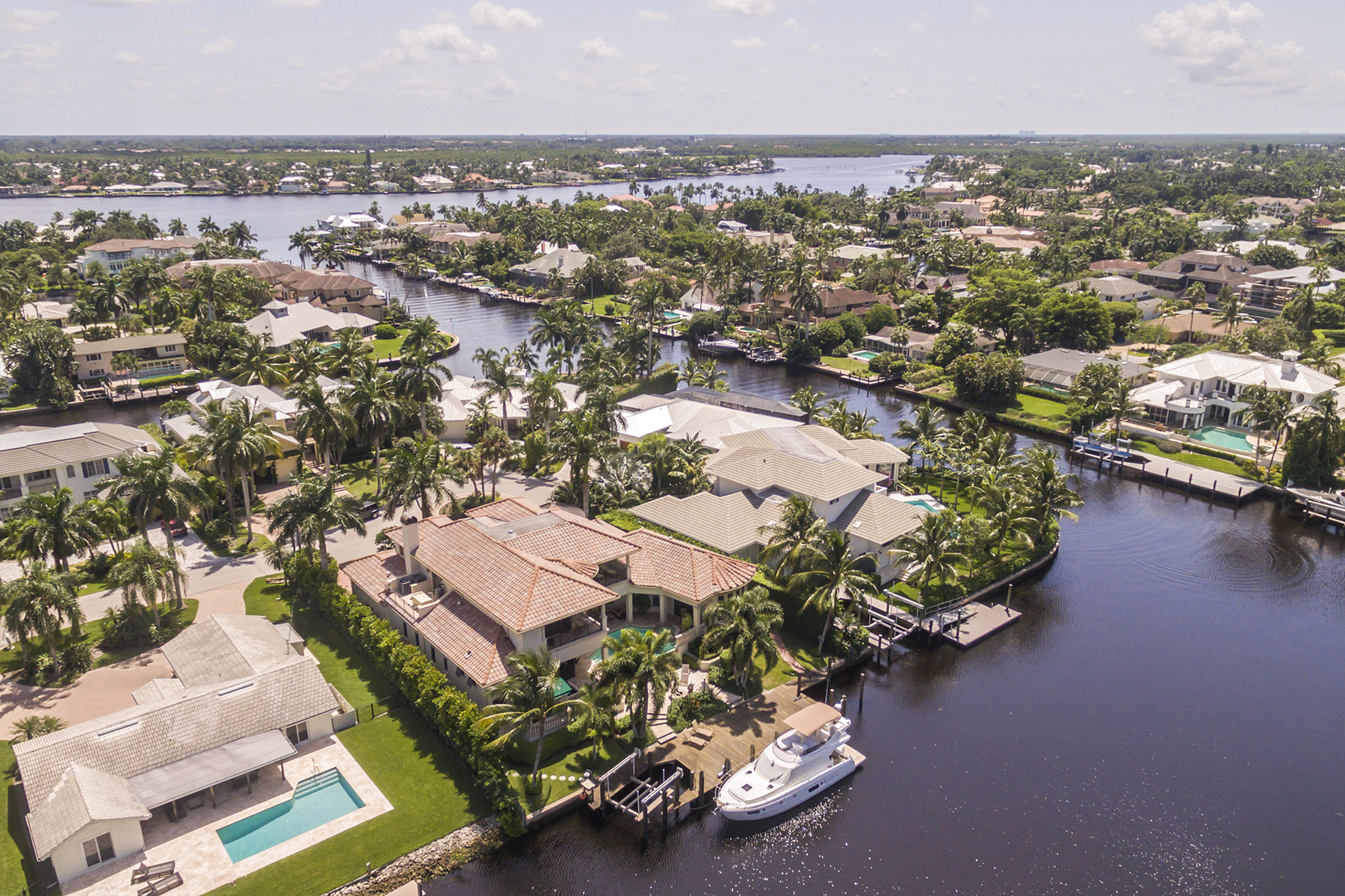 Additional photo for property listing at PORT ROYAL - AQUALANE SHORES 2020  6th St  S,  Naples, Florida 34102 United States