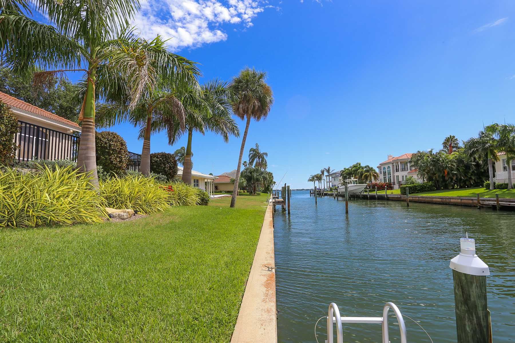 Additional photo for property listing at LONGBOAT KEY - COUNTRY CLUB SHORES 536  Spinnaker Ln,  Longboat Key, Florida 34228 United States