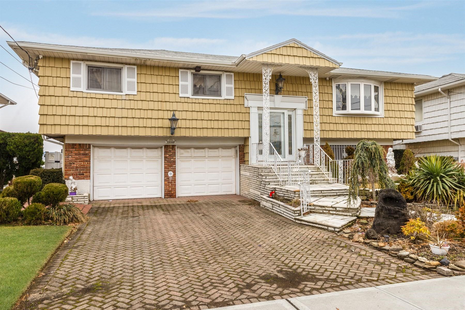 Частный односемейный дом для того Продажа на 3238 Ocean Harbor Dr , Oceanside, NY 11572 3238 Ocean Harbor Dr, Oceanside, Нью-Йорк, 11572 Соединенные Штаты