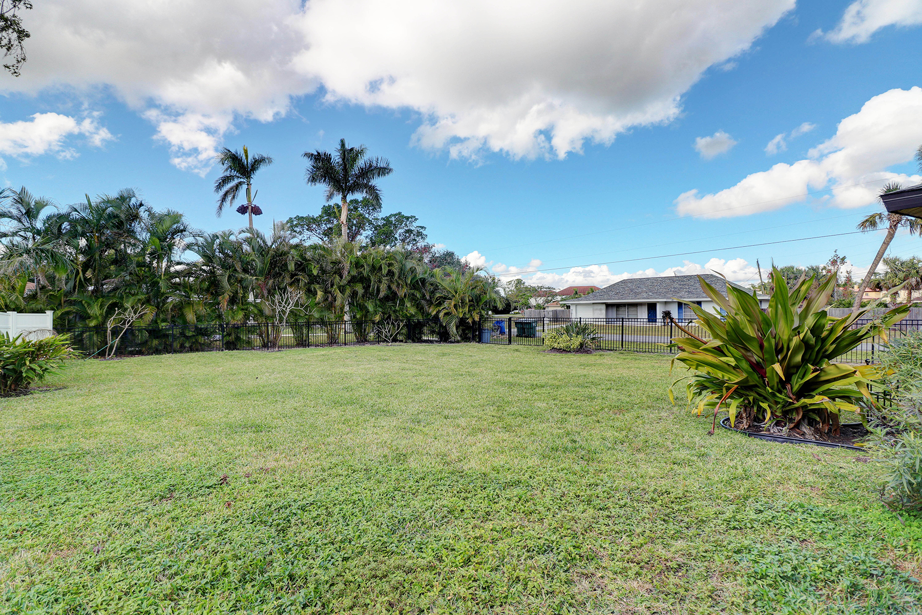 Additional photo for property listing at 11870 Mcgregor Blvd , Fort Myers, FL 33919 11870  Mcgregor Blvd,  Fort Myers, Florida 33919 United States