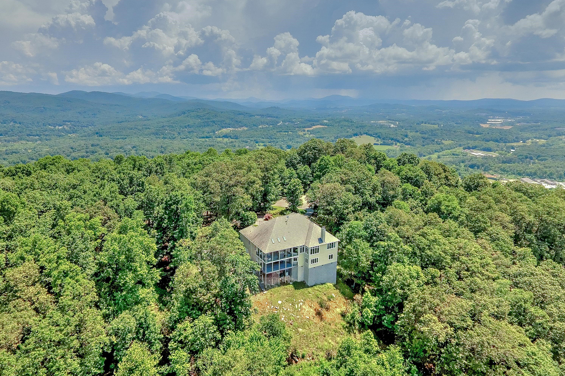 Additional photo for property listing at OPEN SPACES AND MOUNTAIN VIEWS 62  Bayless Dr,  Hendersonville, North Carolina 28791 United States