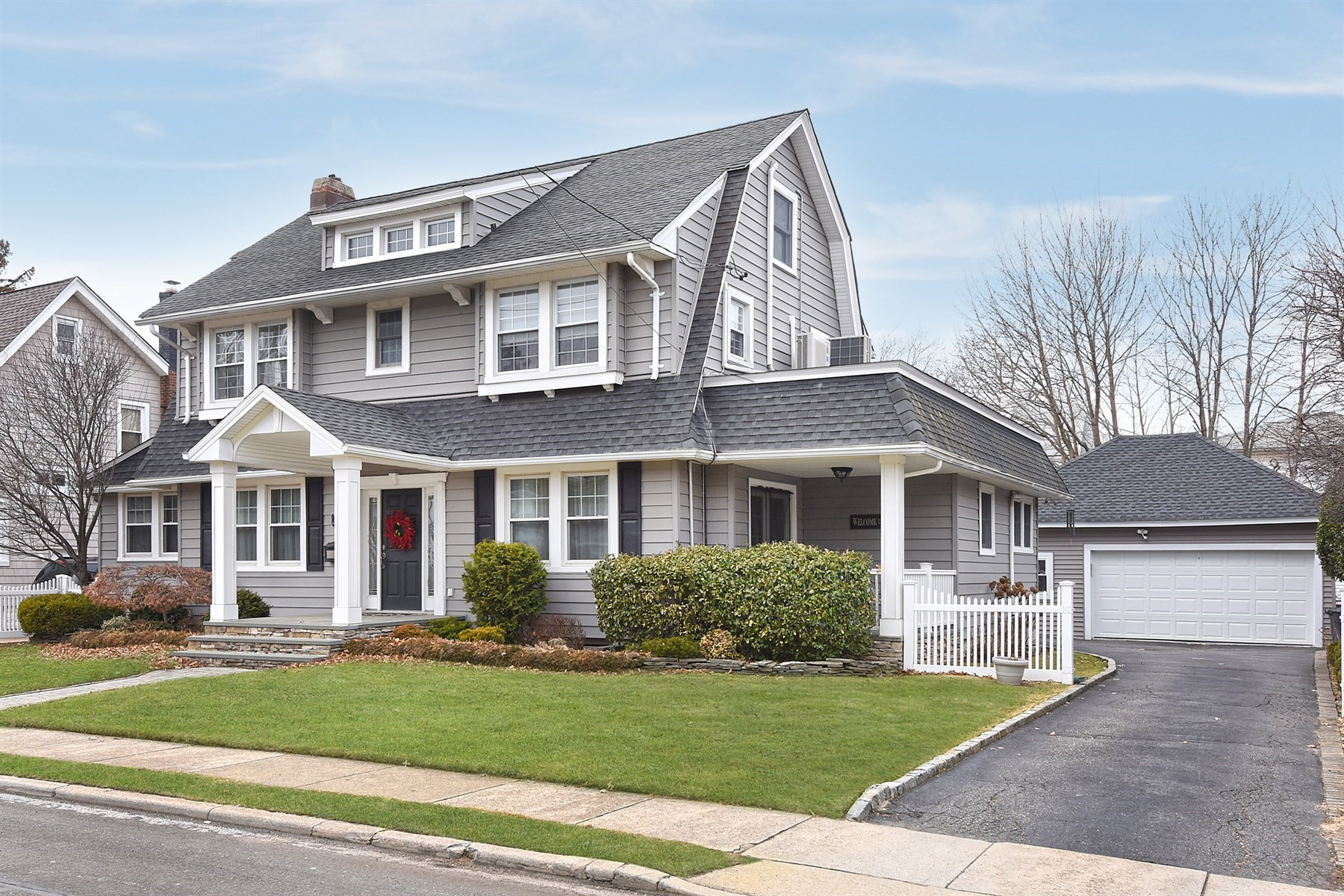 Single Family Home for Sale at 51 Watts Pl , Lynbrook, NY 11563 51 Watts Pl, Lynbrook, New York, 11563 United States