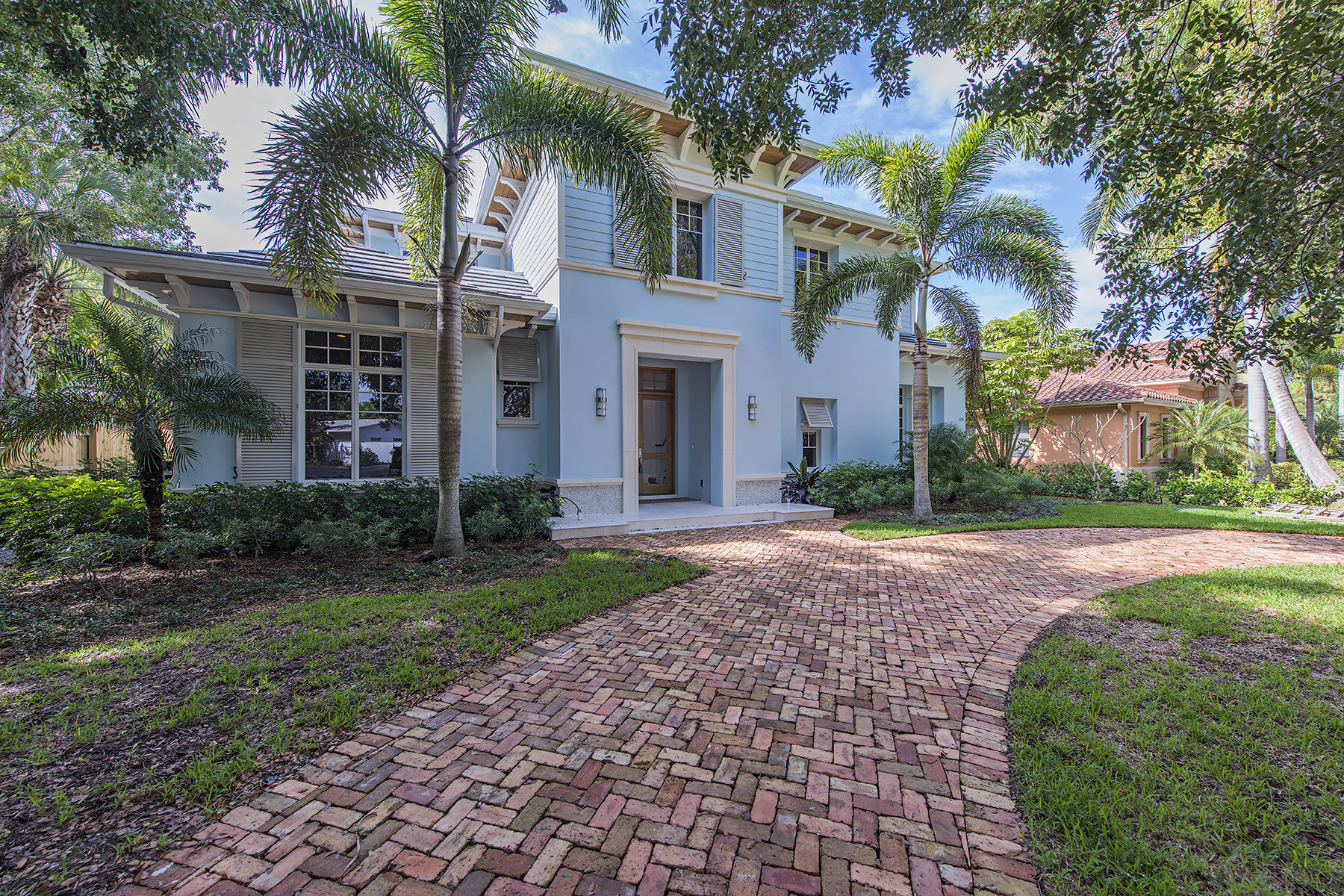 Single Family Home for Sale at Olde Naples 610 6th Ave N Naples, Florida, 34102 United States