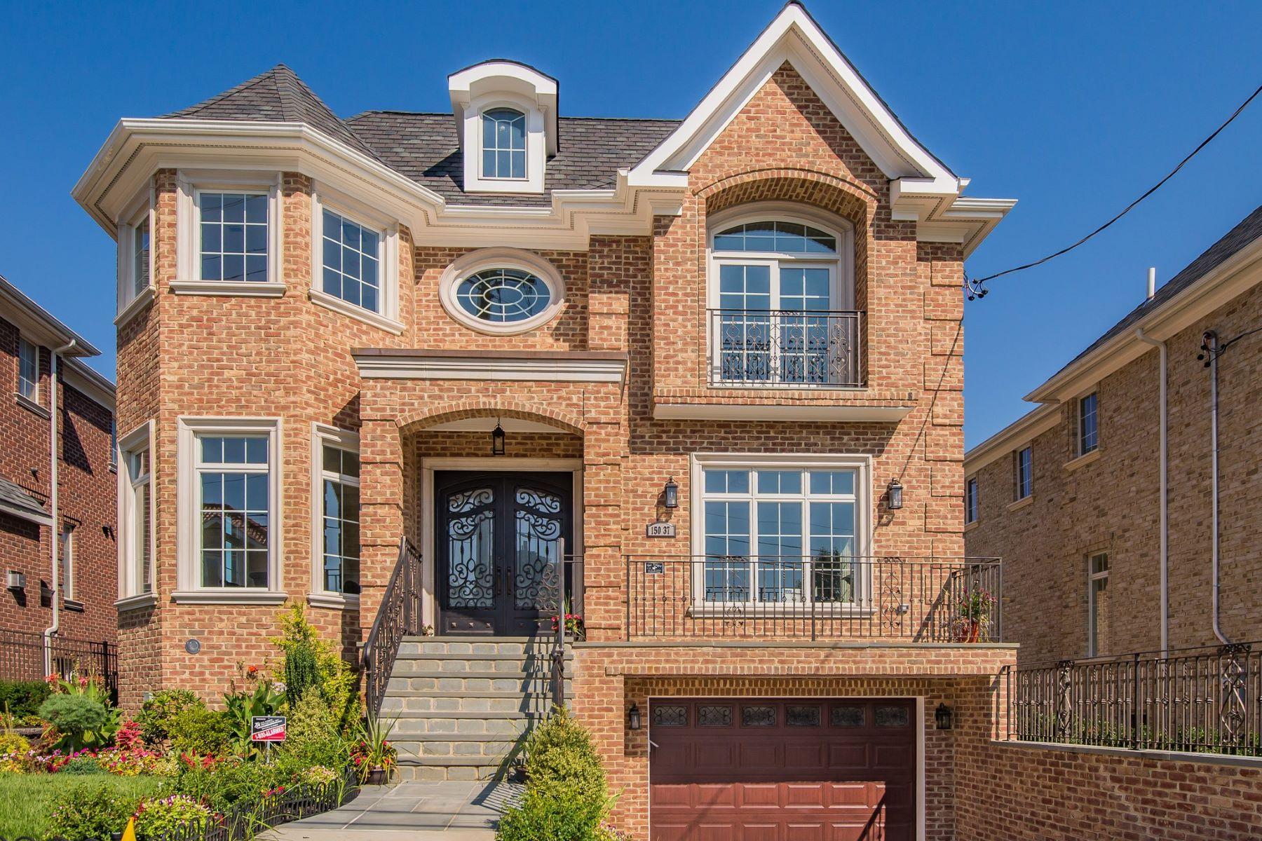 独户住宅 为 销售 在 3-55 150 St , Whitestone, NY 11357 3-55 150 St, 白粒岩, 纽约州, 11357 美国
