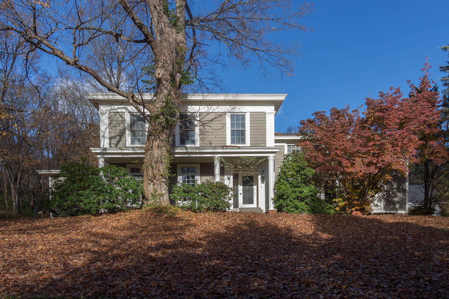 Частный односемейный дом для того Продажа на Country Living 7 Ford Rd Troy, Нью-Йорк 12180 Соединенные Штаты