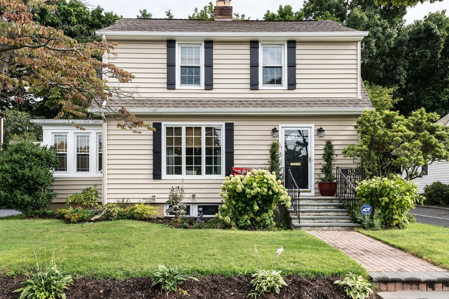 Single Family Home for Sale at 82 North St , Locust Valley, NY 11560 82 North St, Locust Valley, New York, 11560 United States