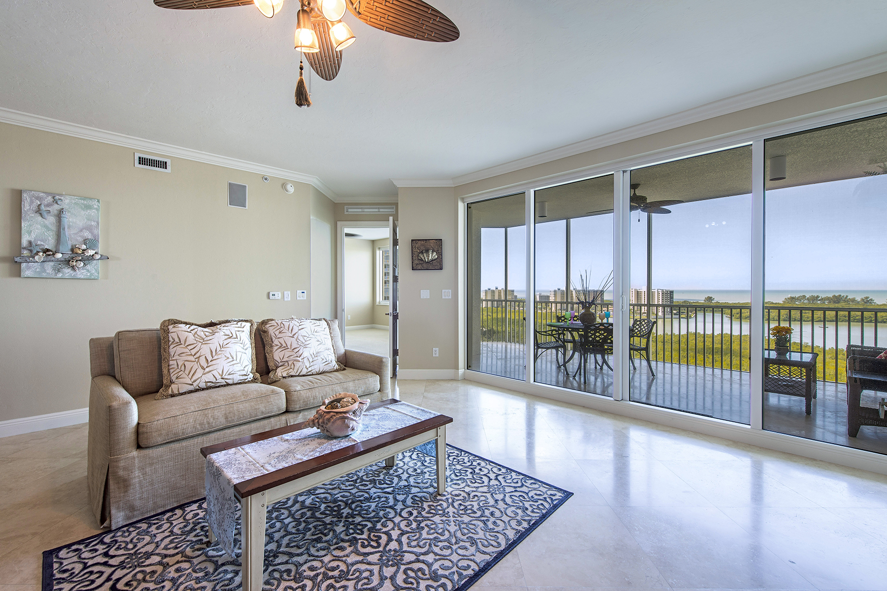 Condominio por un Venta en THE DUNES - GRANDE GENEVA 265 Indies Way 1202 Naples, Florida, 34110 Estados Unidos