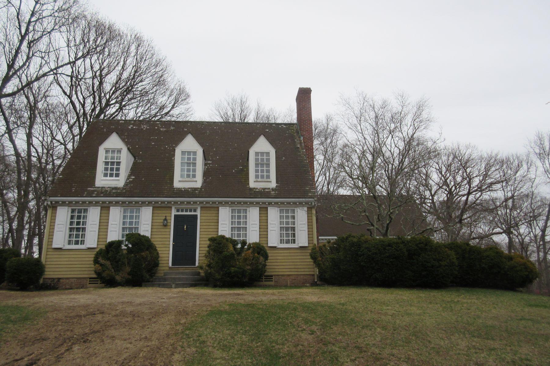 Maison unifamiliale pour l Vente à 24 Hawkins Rd , Stony Brook, NY 11790 24 Hawkins Rd Stony Brook, New York, 11790 États-Unis