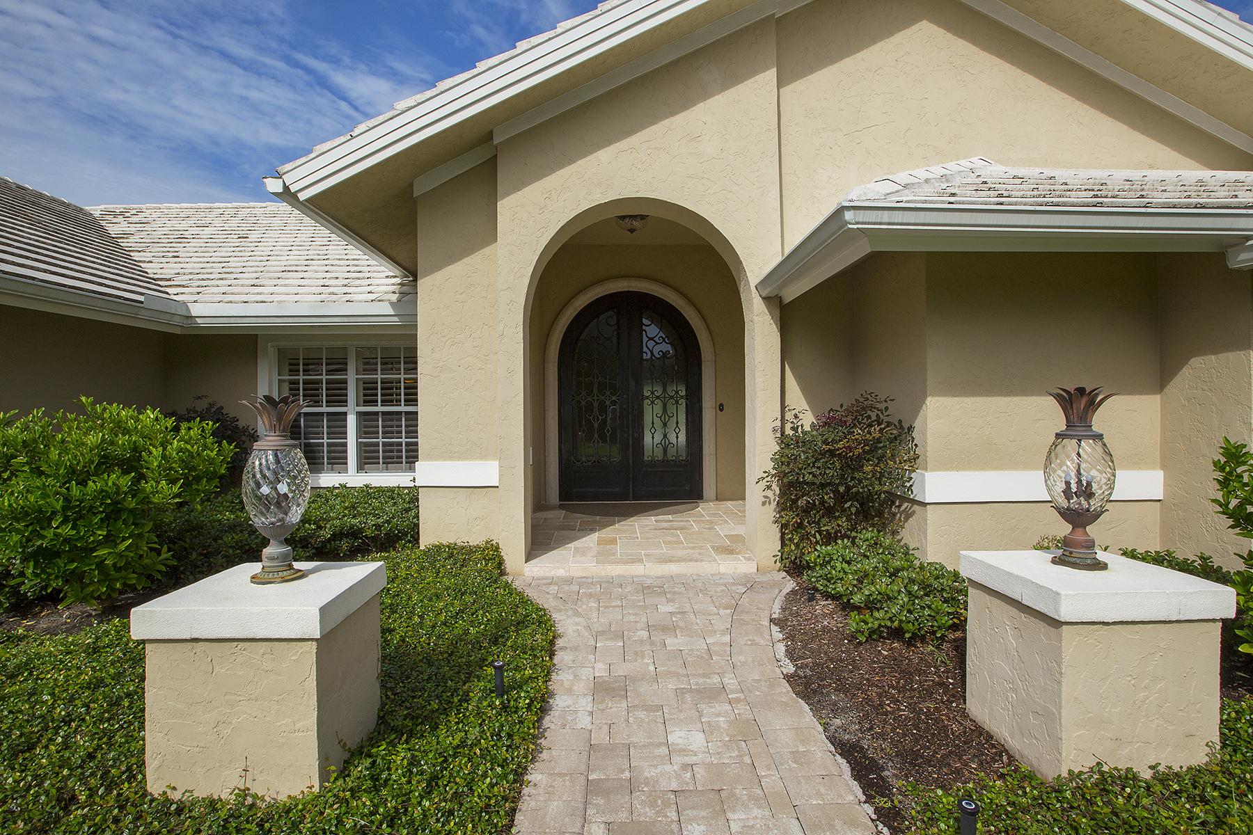 Casa Unifamiliar por un Venta en PELICAN BAY-Pelican Bay Woods 6577 Ridgewood Dr Naples, Florida, 34108 Estados Unidos
