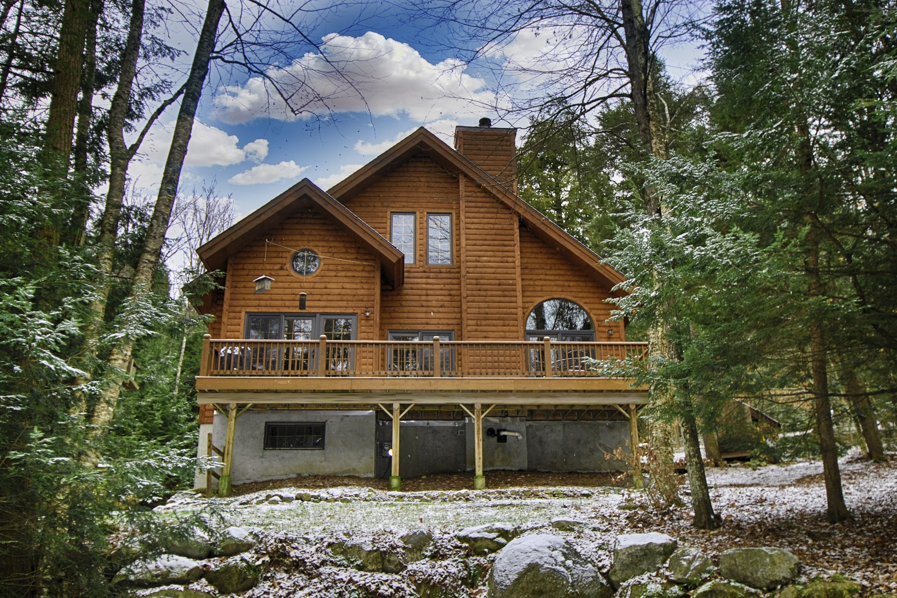 Maison unifamiliale pour l Vente à Custom Log Sided Home 229 Olmstedville Rd North Creek, New York 12853 États-Unis