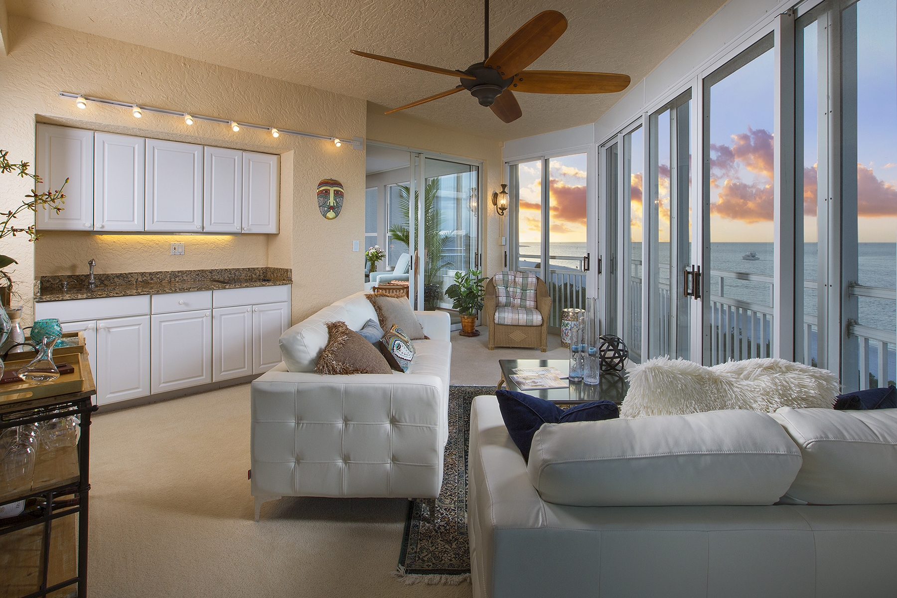 Nhà chung cư vì Bán tại HIDEAWAY BEACH - ROYAL MARCO POINT 6000 Royal Marco Way 557 Marco Island, Florida, 34145 Hoa Kỳ
