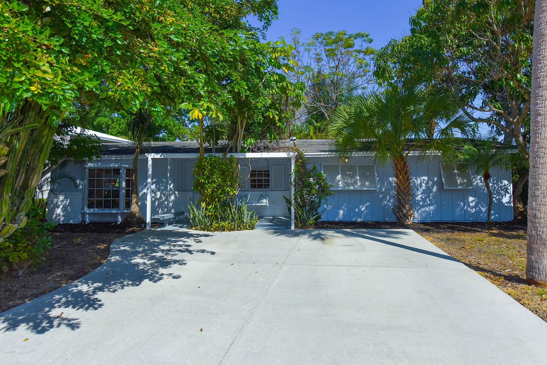 Single Family Home for Sale at SIESTA KEY 539 Avenida Del Norte Sarasota, Florida, 34242 United States