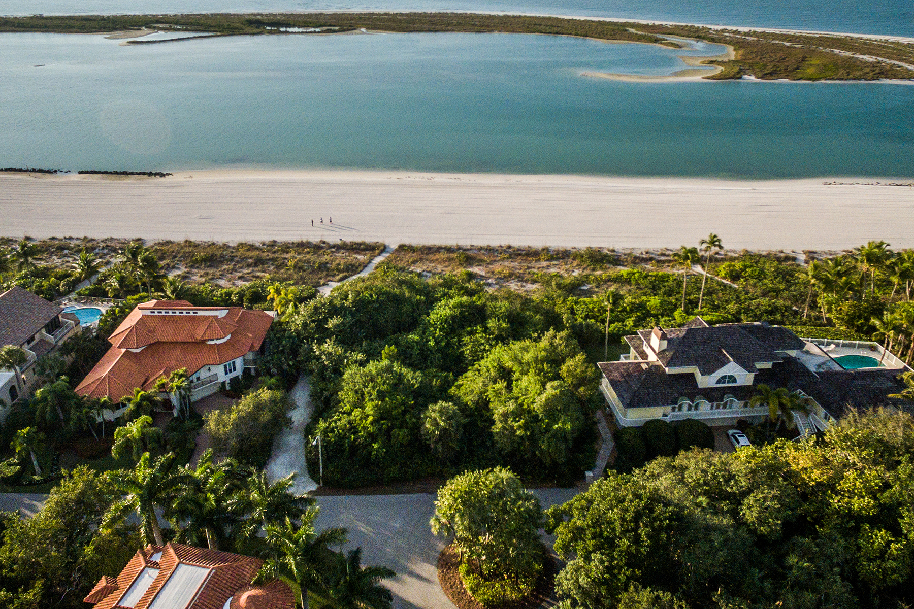 Additional photo for property listing at MARCO ISLAND  HIDEAWAY BEACH 350  Seabreeze Dr,  Marco Island, Florida 34145 United States