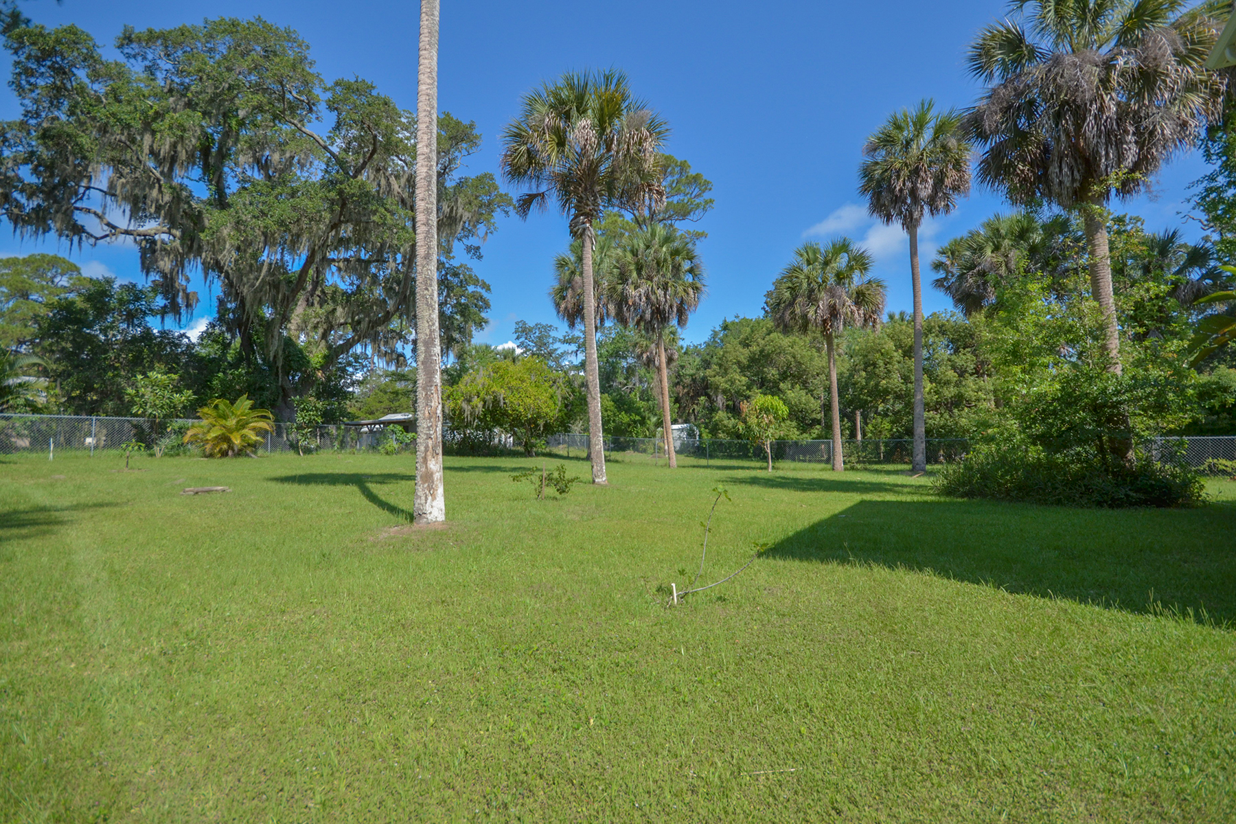 Additional photo for property listing at DAYTONA BEACH - HOLLY HILL 1618  Riverside Dr,  Holly Hill, Florida 32117 United States