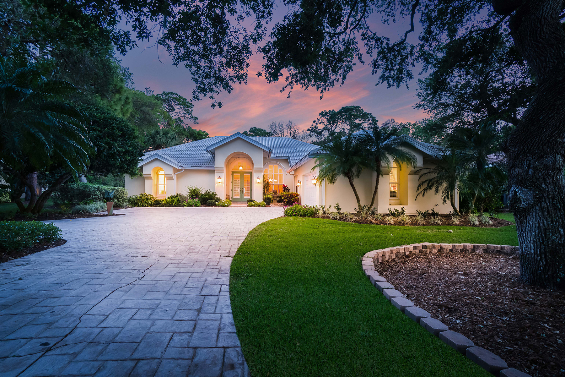 Casa para uma família para Venda às THE OAKS CLUB 863 Macewen Dr Osprey, Florida, 34229 Estados Unidos