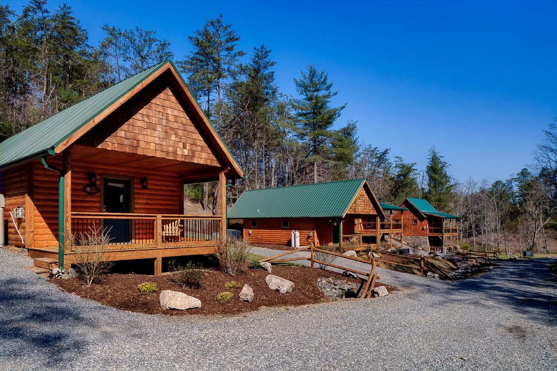 Многосемейный дом для того Продажа на LAUREL MOUNTAIN RETREAT 6 Deerborne Ln, Weaverville, Северная Каролина, 28787 Соединенные ШтатыВ/Около: Asheville