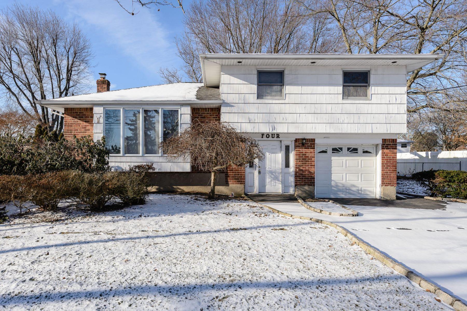Частный односемейный дом для того Продажа на 4 Leeward Ln , Commack, NY 11725 4 Leeward Ln, Commack, Нью-Йорк, 11725 Соединенные Штаты