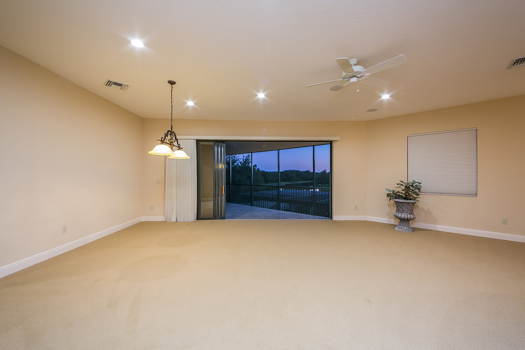 Additional photo for property listing at LAKEWOOD RANCH 6809  Belmont Ct,  Lakewood Ranch, Florida 34202 United States