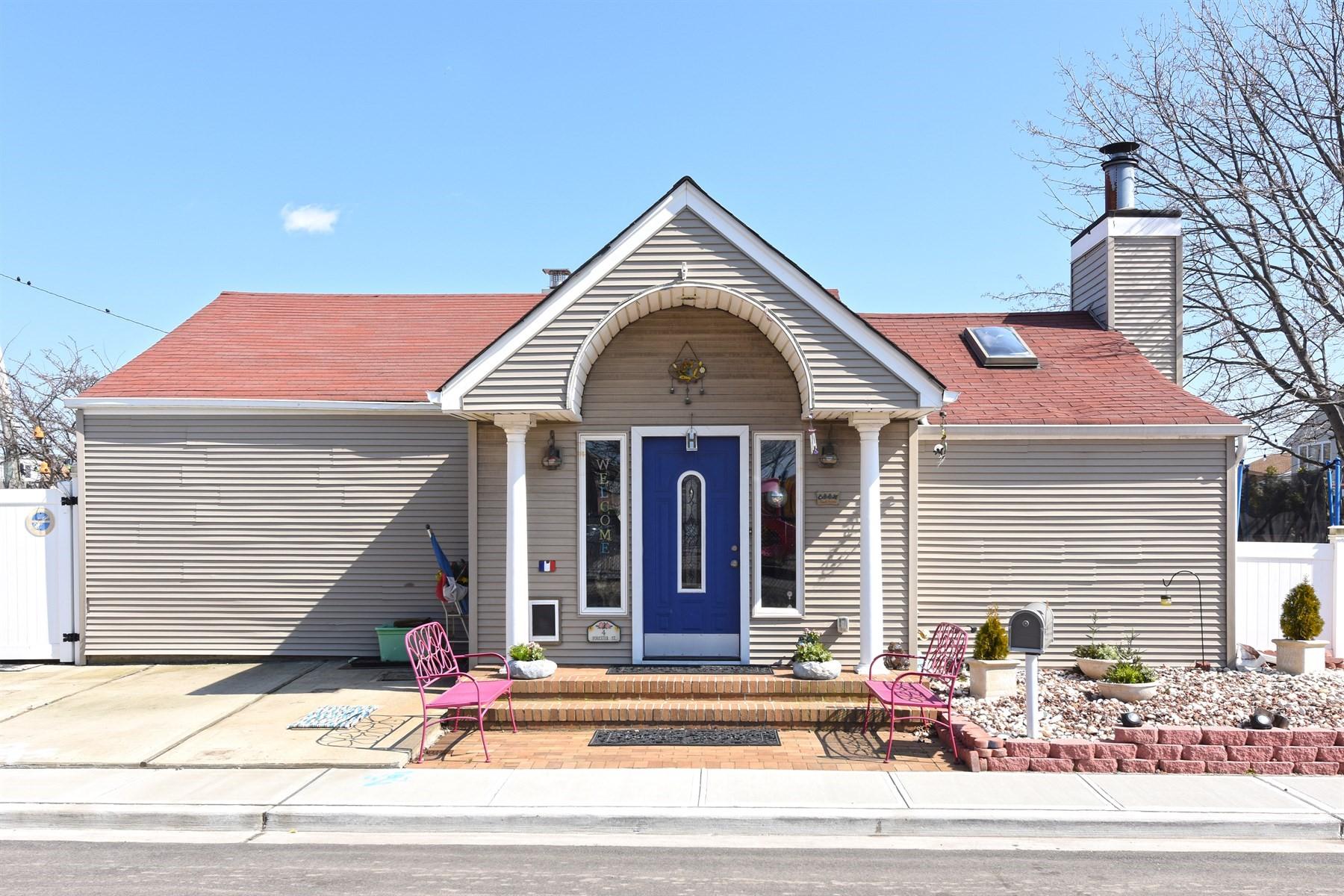 Частный односемейный дом для того Продажа на 4 Forester St , Long Beach, NY 11561 4 Forester St Long Beach, Нью-Йорк 11561 Соединенные Штаты