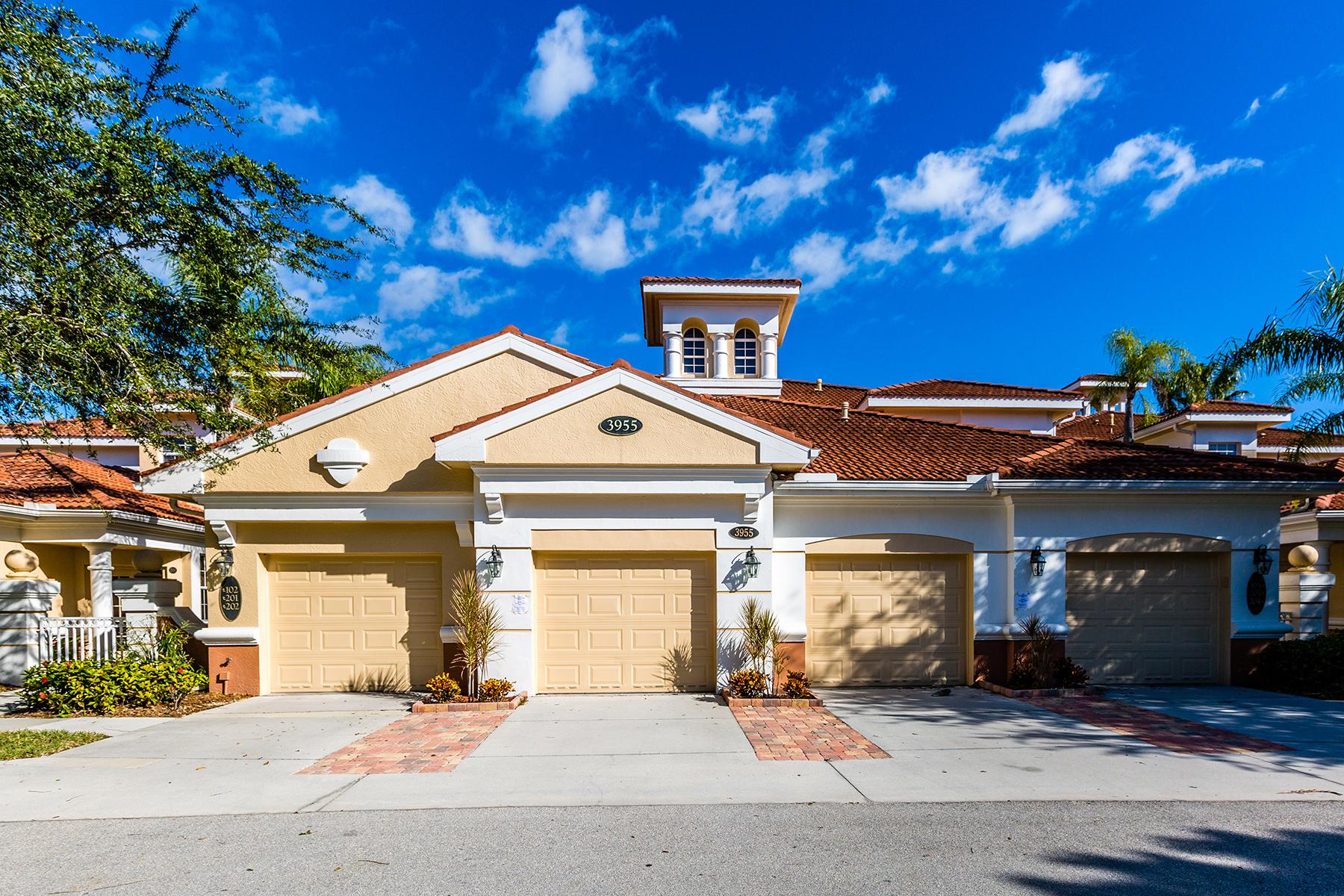 Condominio por un Venta en FIDDLER'S CREEK - DEER CROSSING 3965 Deer Crossing Ct 104 Naples, Florida, 34114 Estados Unidos