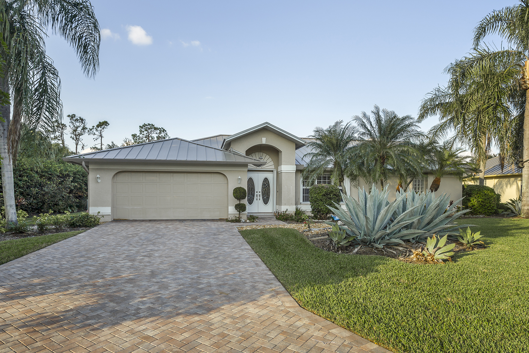 Single Family Home for Sale at 2025 Castle Garden Ln , Naples, FL 34110 2025 Castle Garden Ln, Naples, Florida 34110 United States