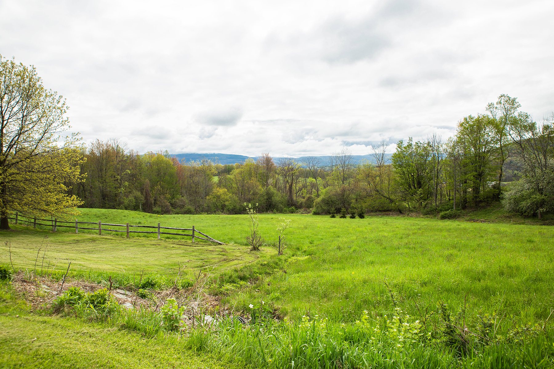 Additional photo for property listing at Elegant Custom Home 240  Beechwood Rd Hoosick Falls, New York 12090 United States