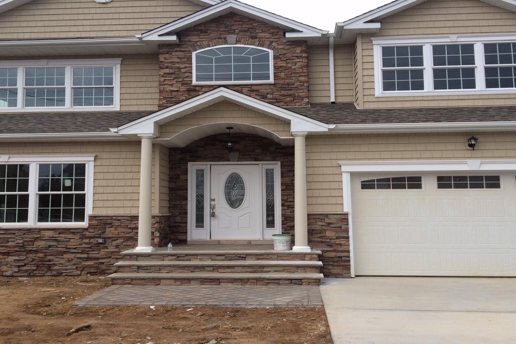 Частный односемейный дом для того Продажа на 384 Elmore Ave , East Meadow, NY 11554 East Meadow, Нью-Йорк, 11554 Соединенные Штаты