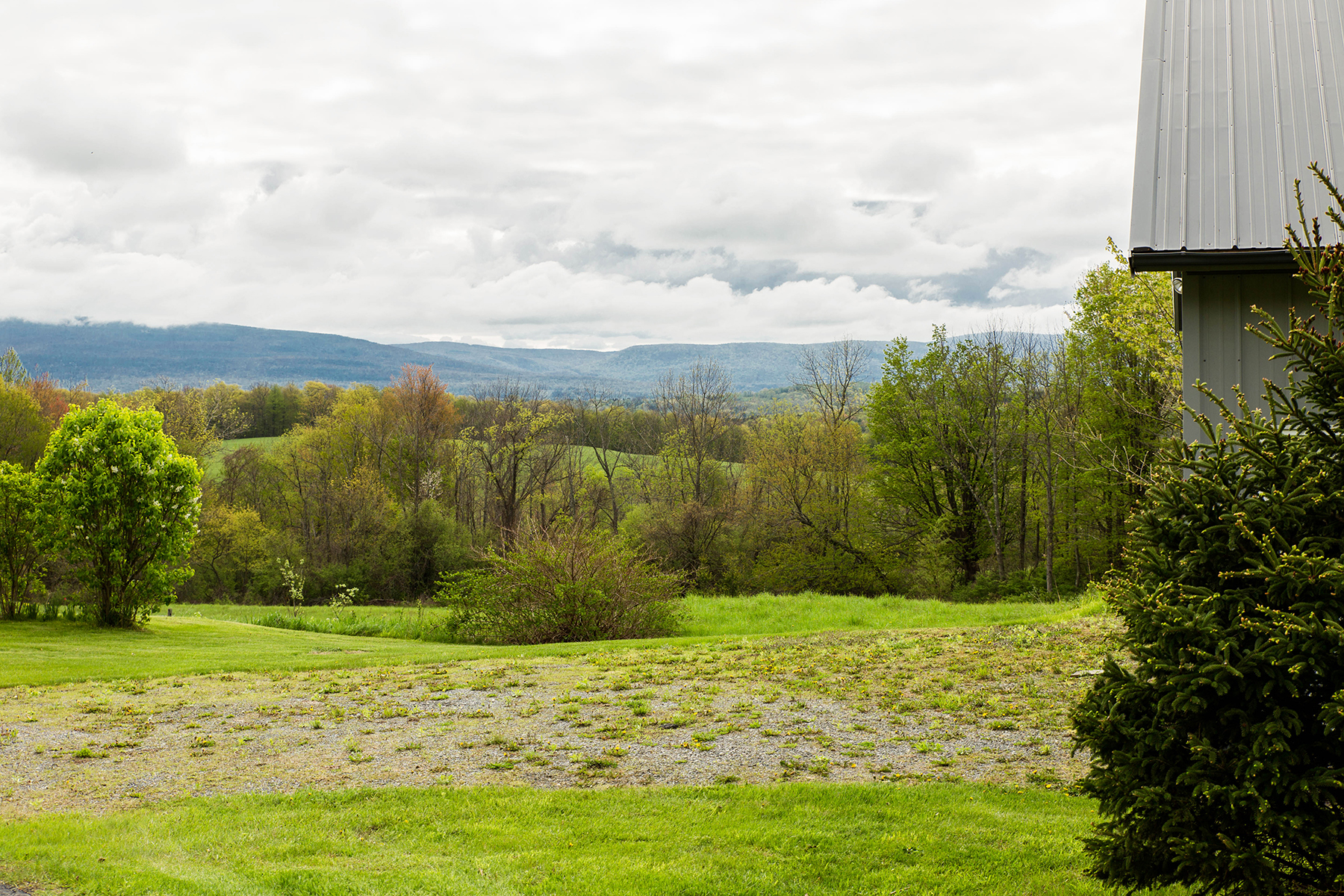 Additional photo for property listing at Elegant Custom Home 240  Beechwood Rd Hoosick Falls, 纽约州 12090 美国