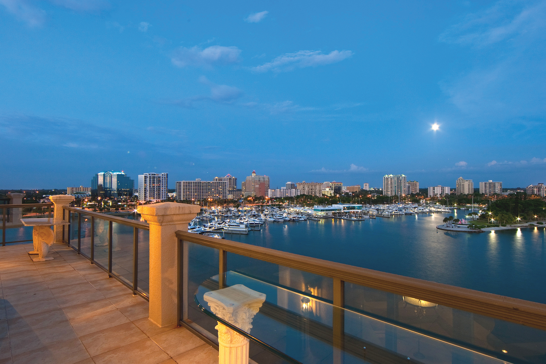 Condominio por un Venta en GOLDEN GATE POINT 464 Golden Gate Pt PH9C Sarasota, Florida, 34236 Estados Unidos