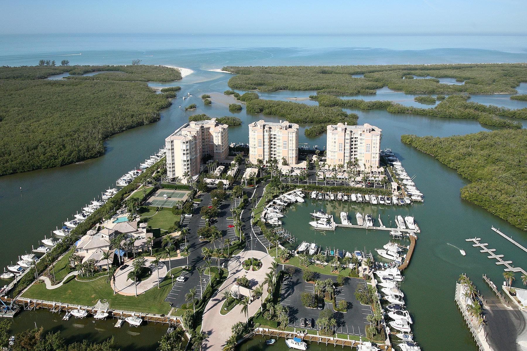 Copropriété pour l Vente à PELICAN ISLE 425 Dockside Dr 303 Naples, Florida, 34110 États-Unis