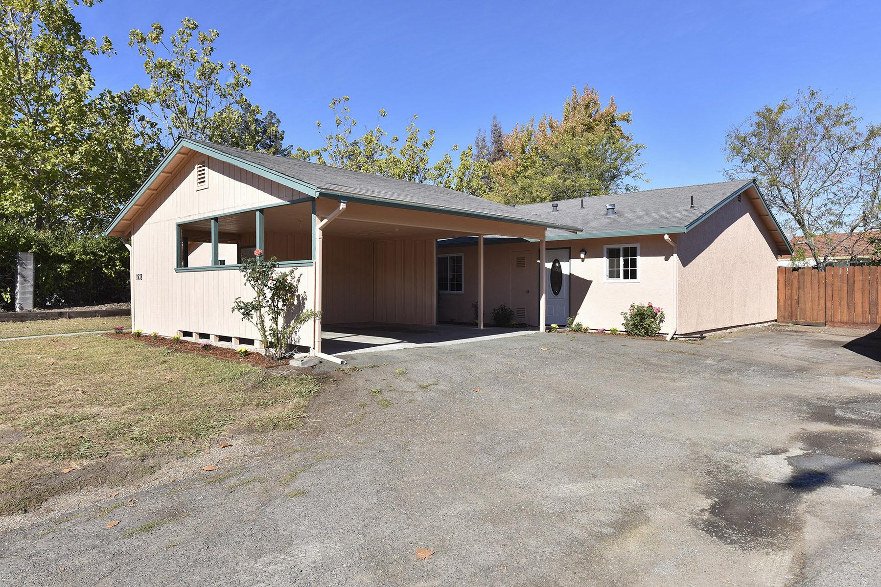 Casa Multifamiliar por un Venta en A Charming Duplex with a Spacious Backyard 1974 Trower Ave Napa, California, 94558 Estados Unidos