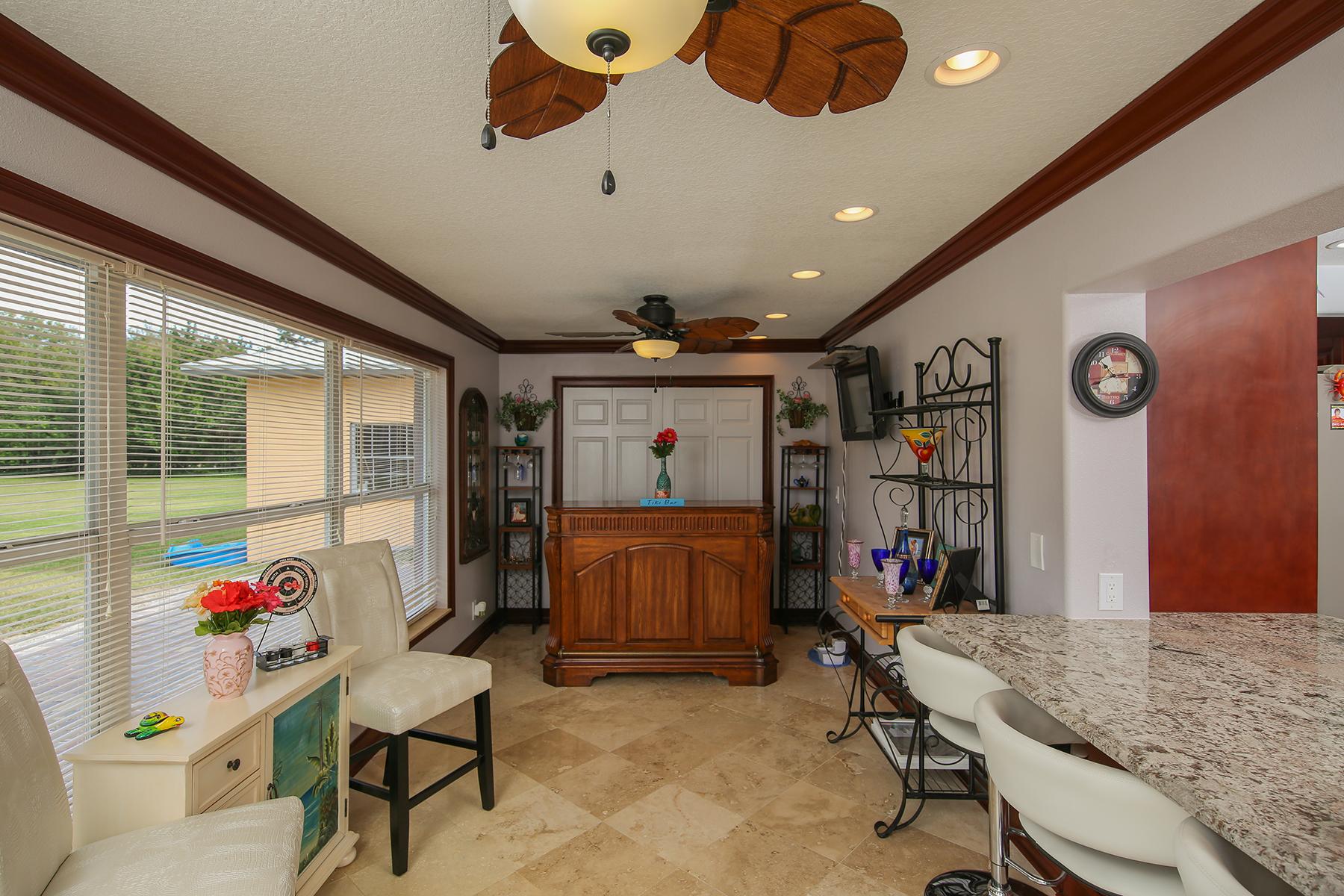 Casa para uma família para Venda às DESOTO ACRES 2447 49th St Sarasota, Florida, 34234 Estados Unidos