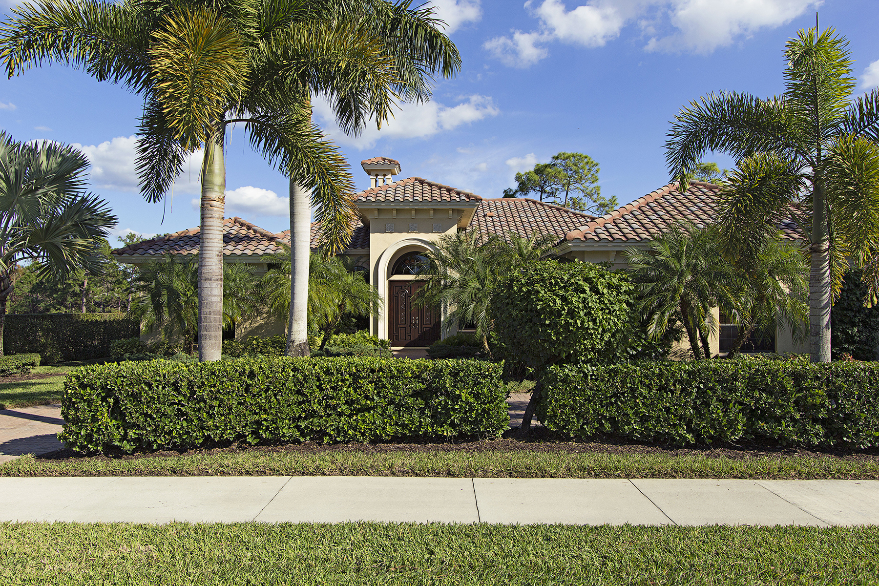 Single Family Home for Sale at OLDE CYPRESS - WILD ORCHID AT WOODSEDGE 2818 Wild Orchid Ct Naples, Florida, 34119 United States