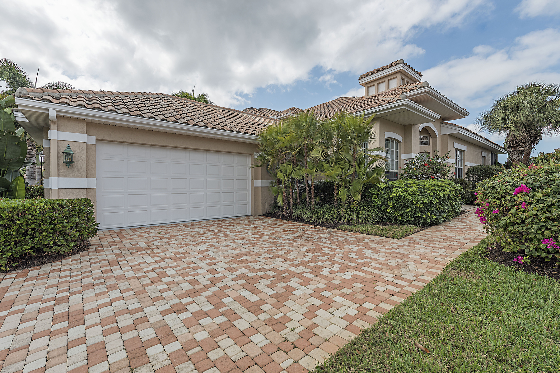 Townhouse for Sale at PELICAN LANDING - BAYCREST 25240 Galashields Cir, Bonita Springs, Florida 34134 United States