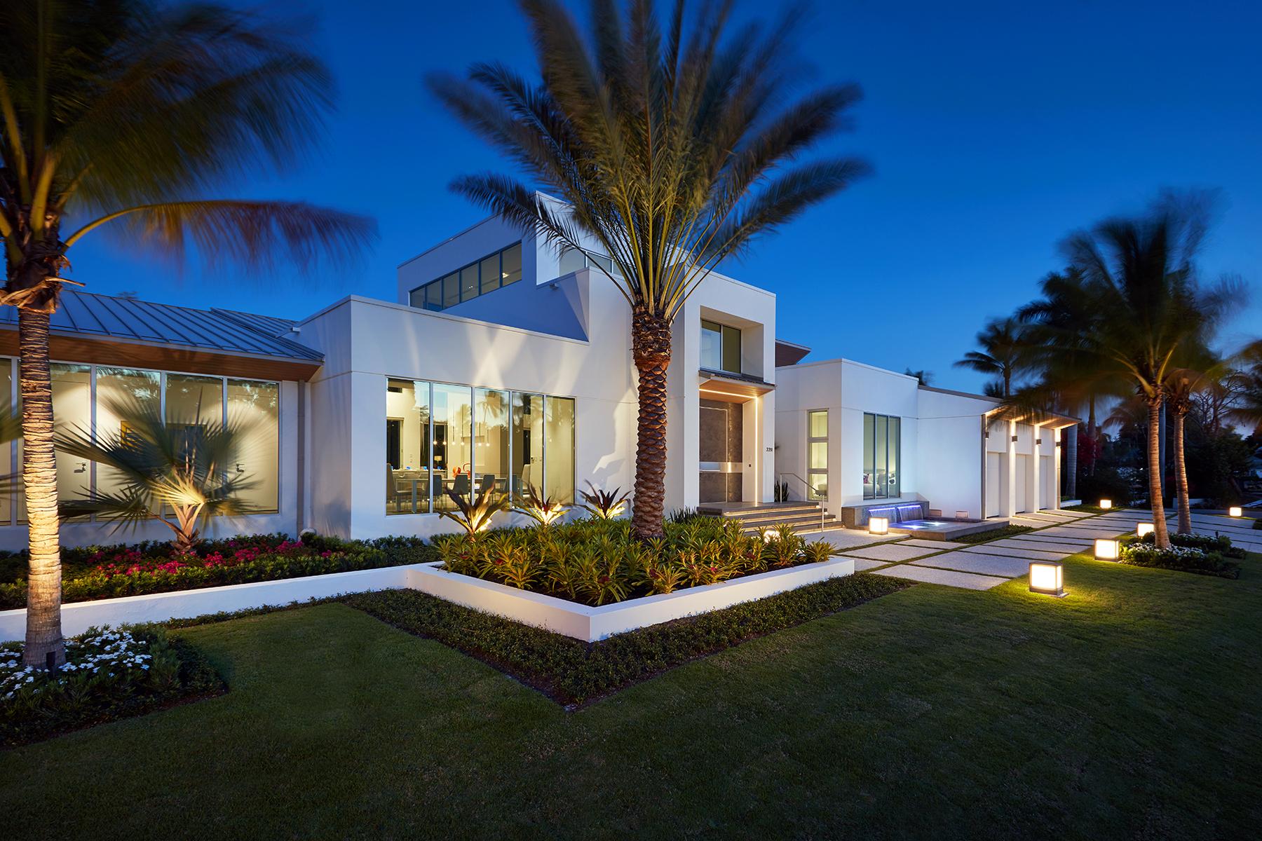 Casa Unifamiliar por un Venta en AQUALANE SHORES 2211 South Winds Dr Aqualane Shores, Naples, Florida, 34102 Estados Unidos