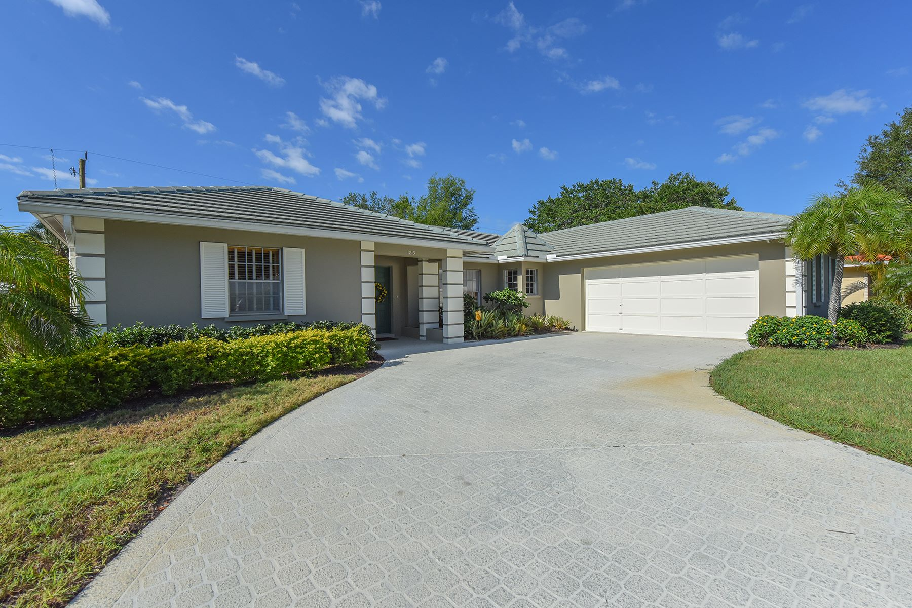Single Family Home for Sale at FOREST LAKES - SARASOTA 1813 Mid Ocean Cir Sarasota, Florida, 34239 United States