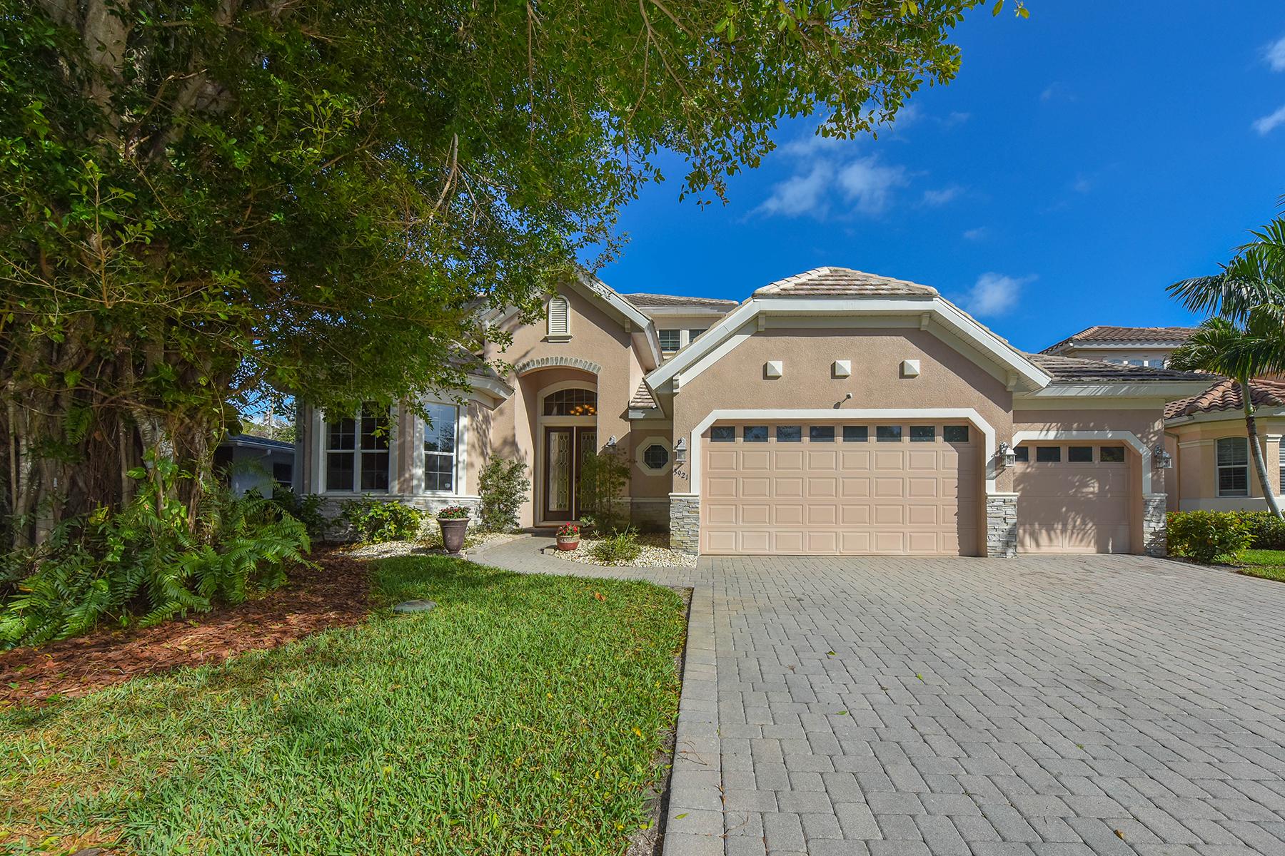 단독 가정 주택 용 매매 에 WEST OF TRAIL - MOLLER SUB 3921 Maravic Pl Sarasota, 플로리다, 34231 미국