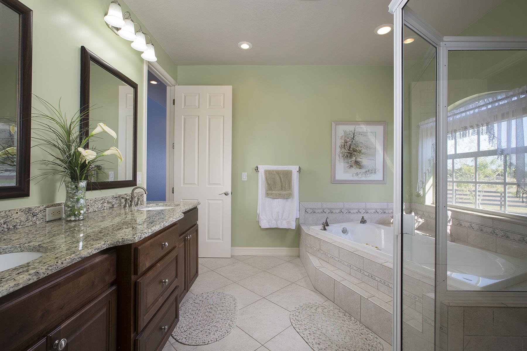 Maison unifamiliale pour l Vente à FT. MYERS 10581 Deal Rd North Fort Myers, Florida, 33917 États-Unis