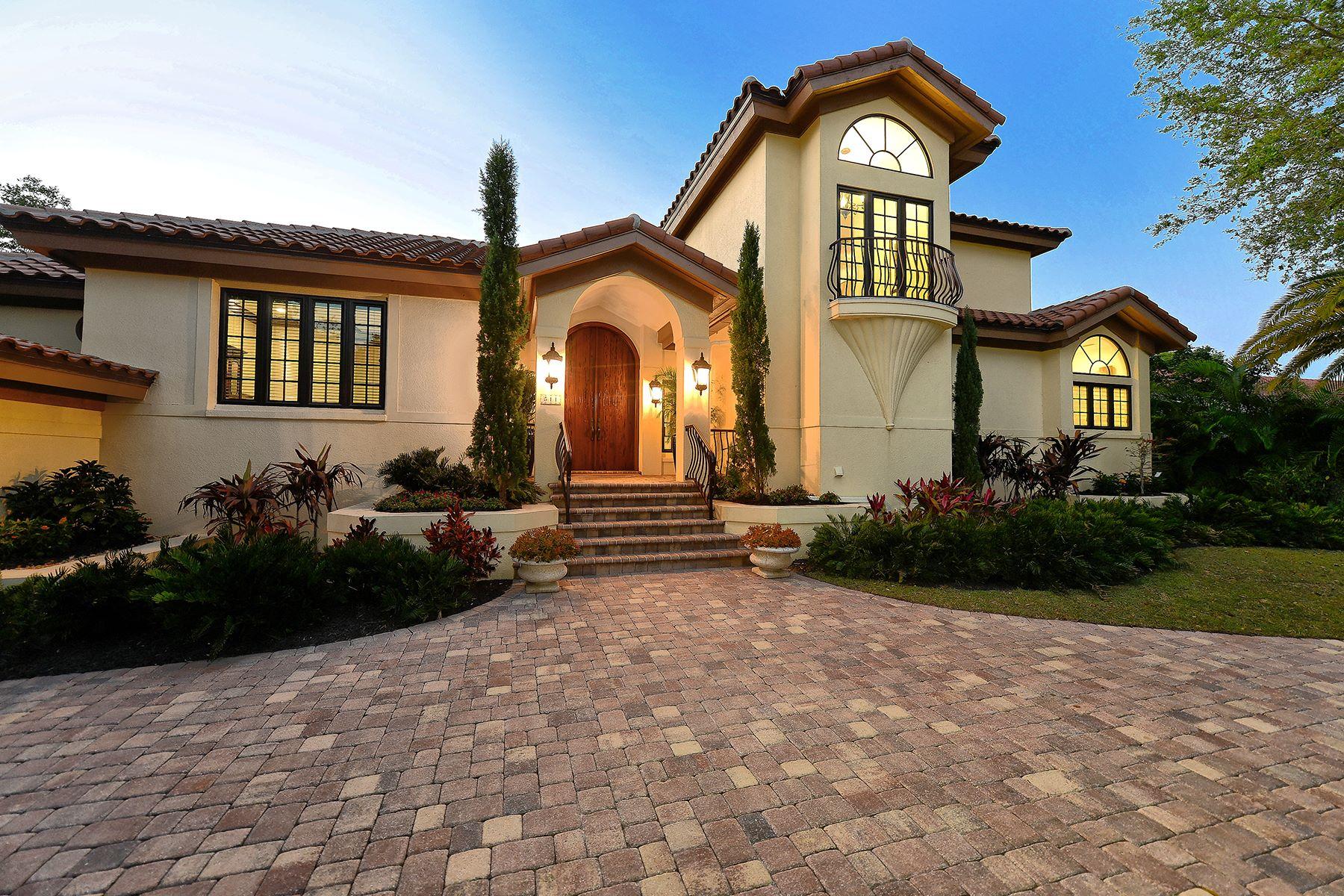 Casa para uma família para Venda às BAY ISLES 511 Harbor Point Rd Longboat Key, Florida, 34228 Estados Unidos