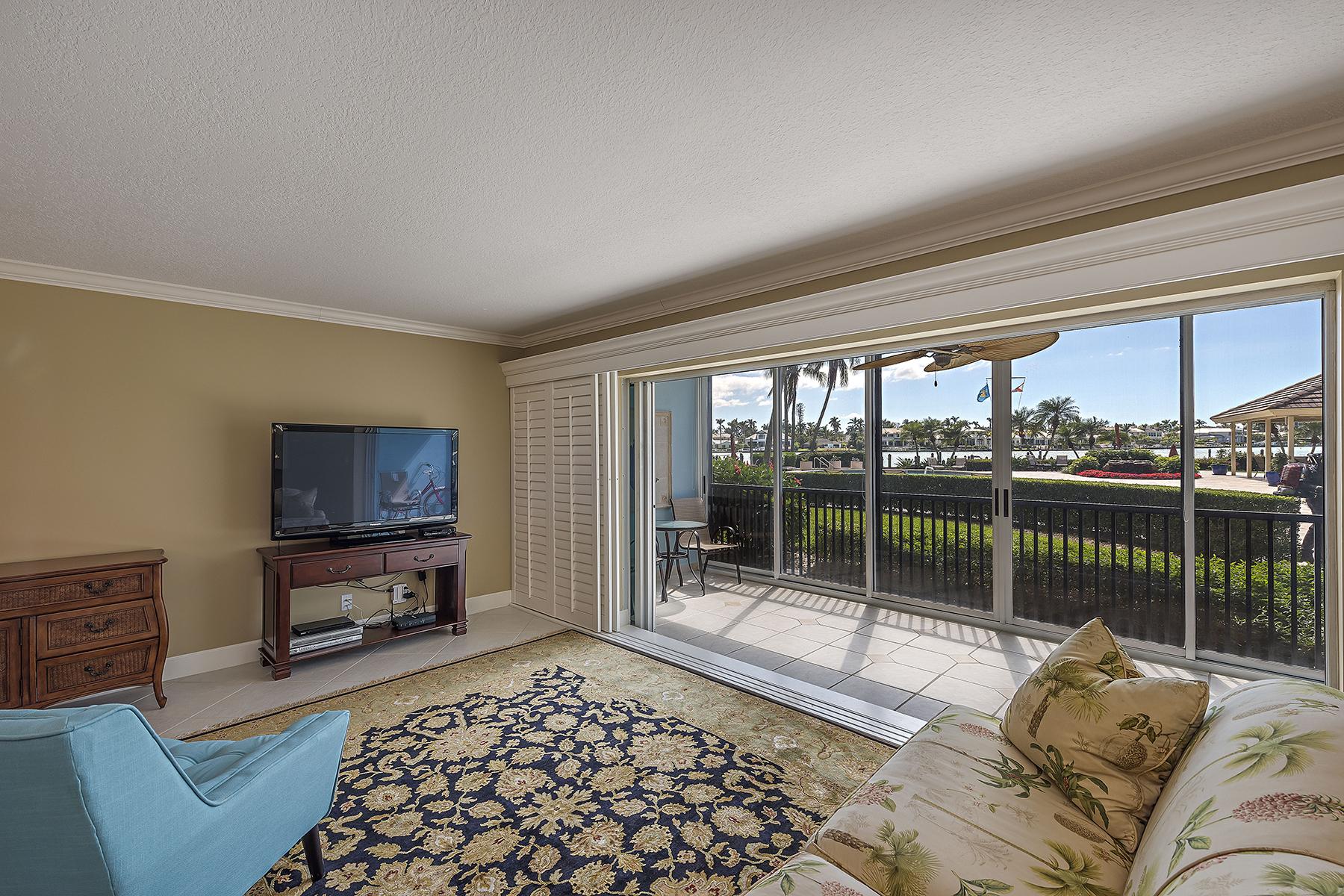 共管式独立产权公寓 为 销售 在 Commodore Club 222 Harbour Dr 110, 那不勒斯, 佛罗里达州, 34103 美国