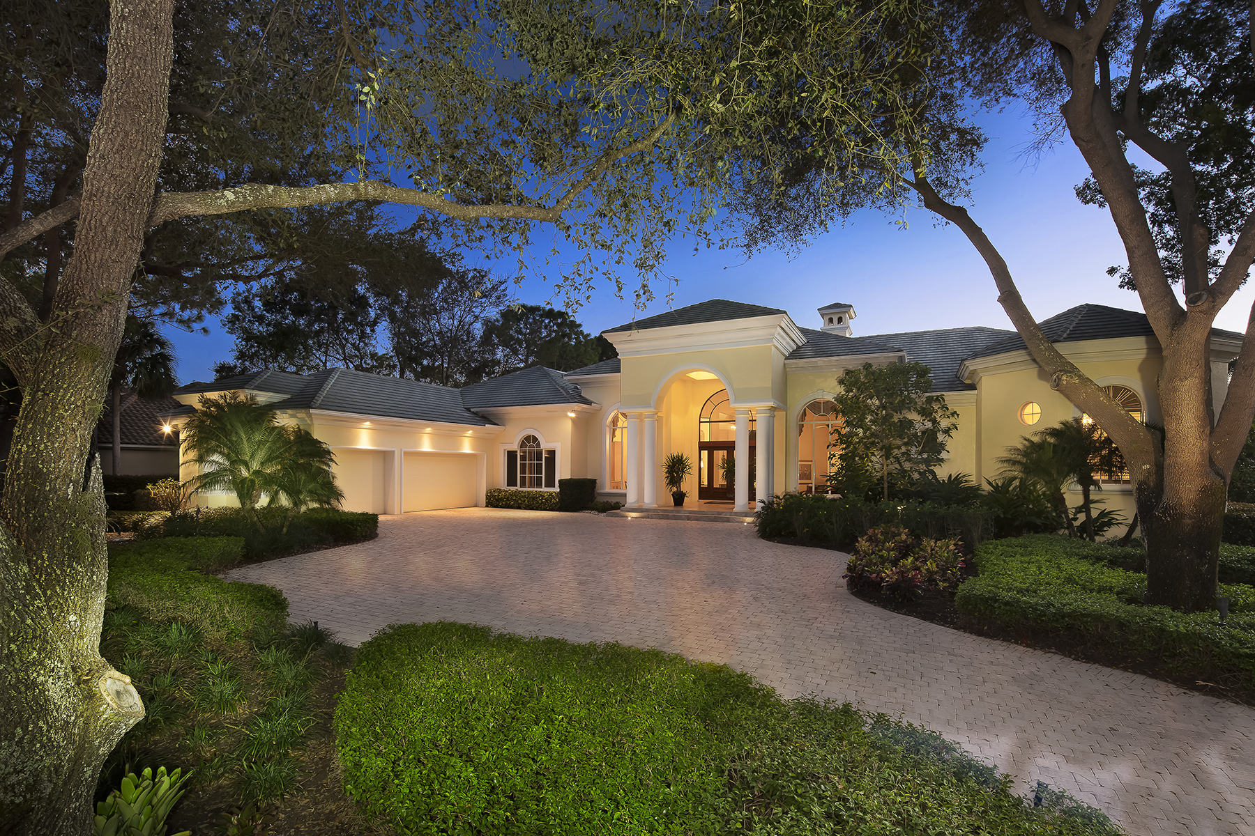 Частный односемейный дом для того Продажа на Naples 2720 Buckthorn Way Naples, Флорида, 34105 Соединенные Штаты