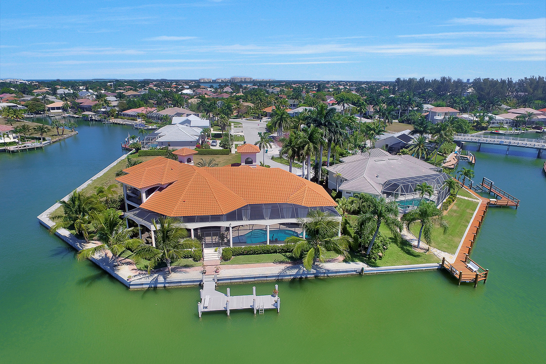 Moradia para Venda às MARCO ISLAND 510 Mangrove Ct Marco Island, Florida, 34145 Estados Unidos