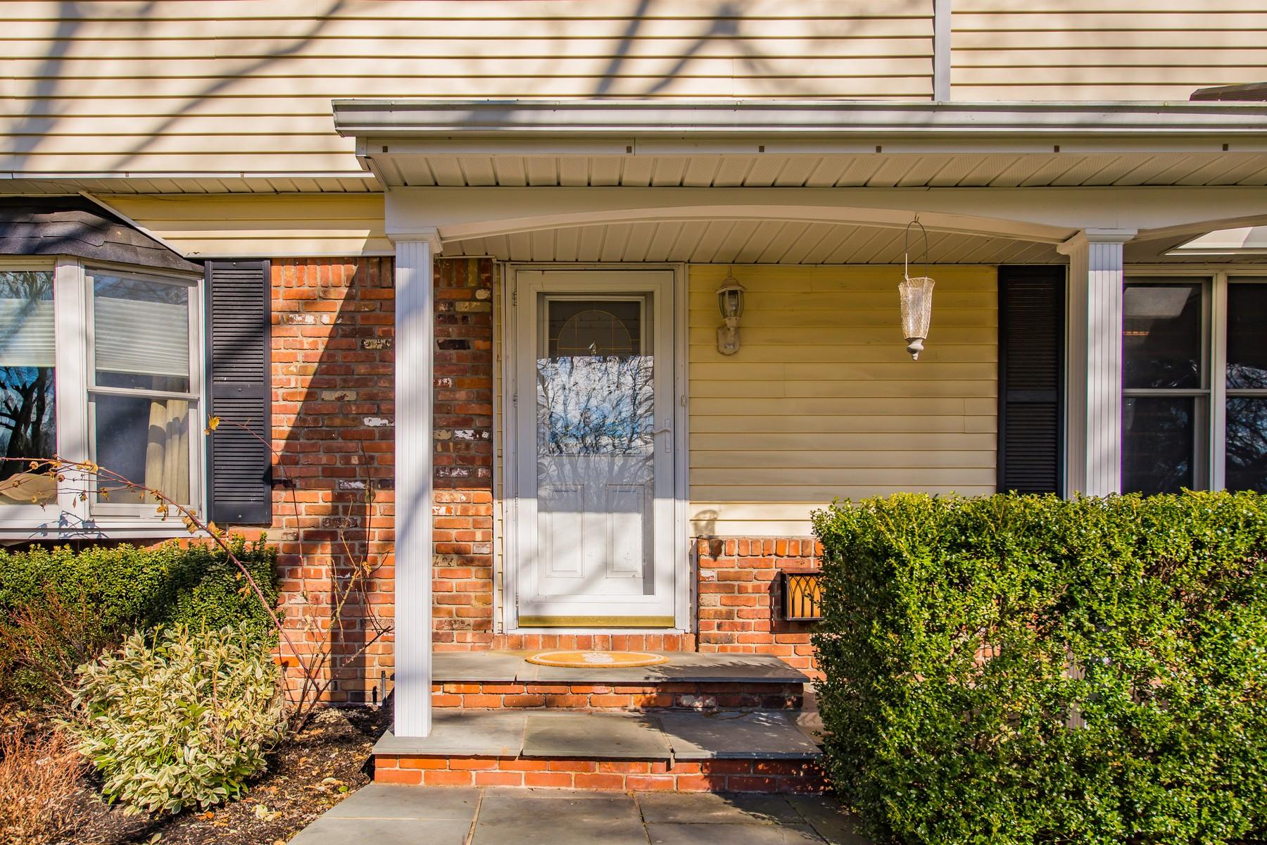 Частный односемейный дом для того Продажа на 12 Beal Ct , Huntington, NY 11743 12 Beal Ct, Huntington, Нью-Йорк, 11743 Соединенные Штаты