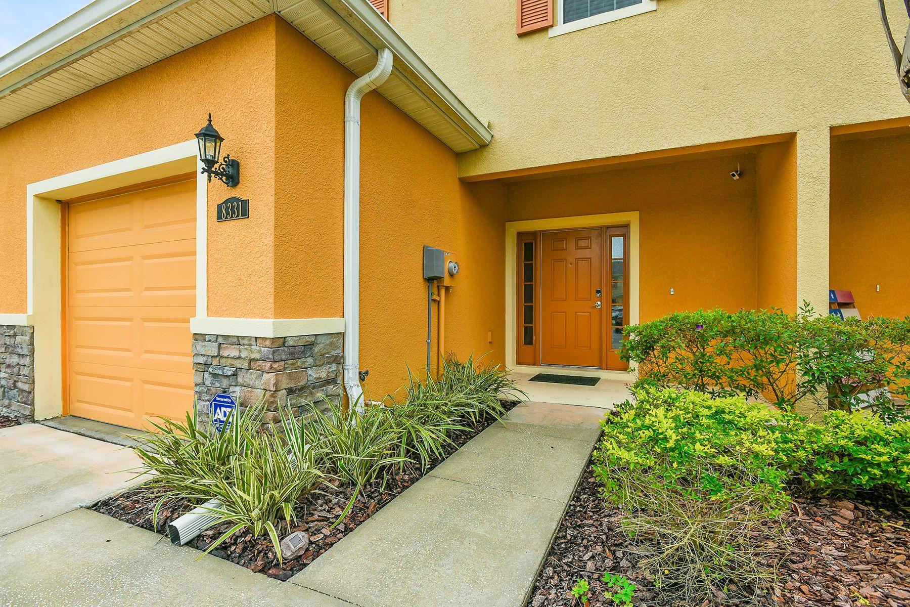 타운하우스 용 매매 에 TAMPA 8331 Pine River Rd Tampa, 플로리다, 33637 미국