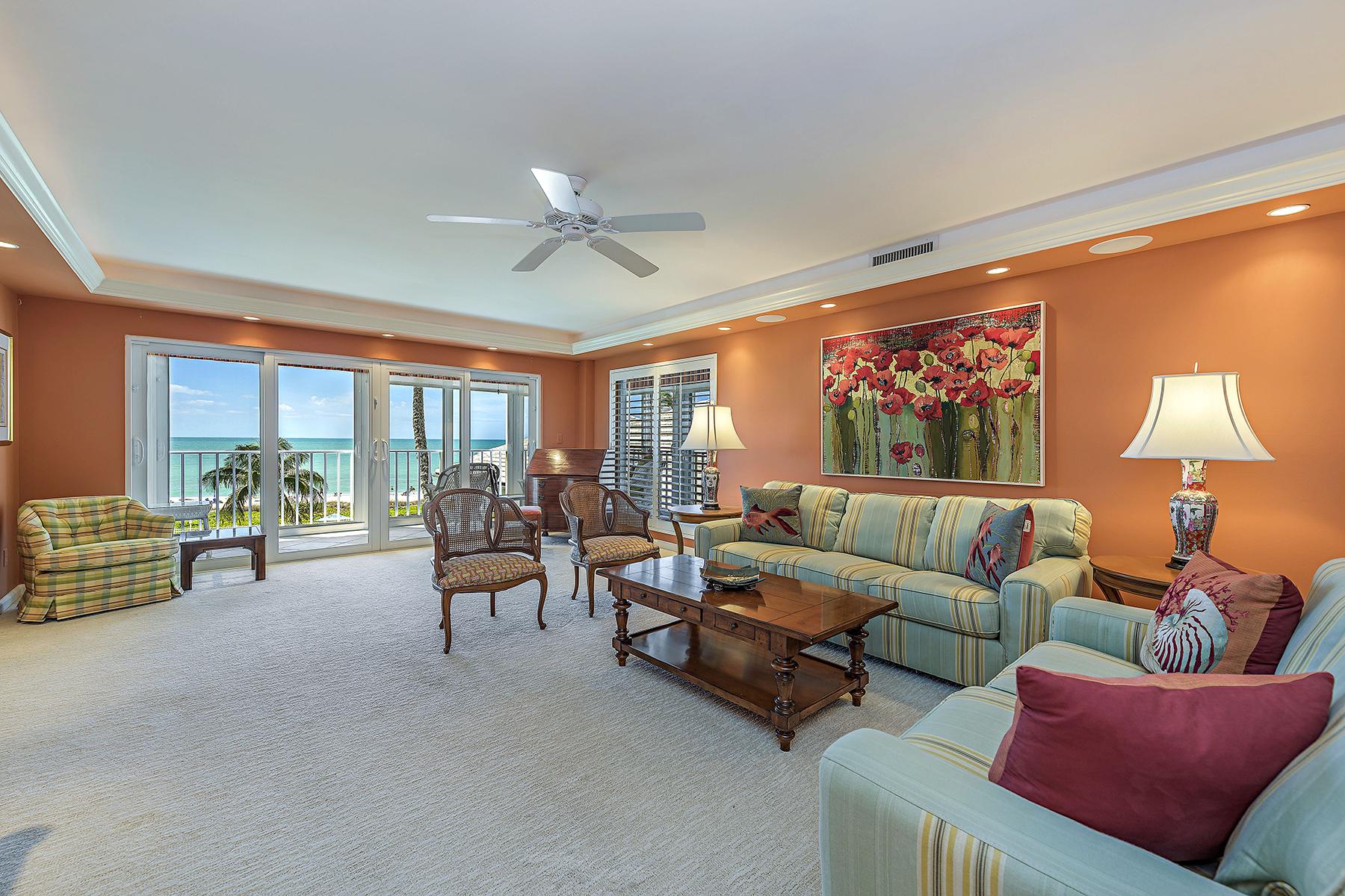コンドミニアム のために 売買 アット MOORINGS - CLOISTERS OF NAPLES 2701 Gulf Shore Blvd N 303 Naples, フロリダ, 34103 アメリカ合衆国