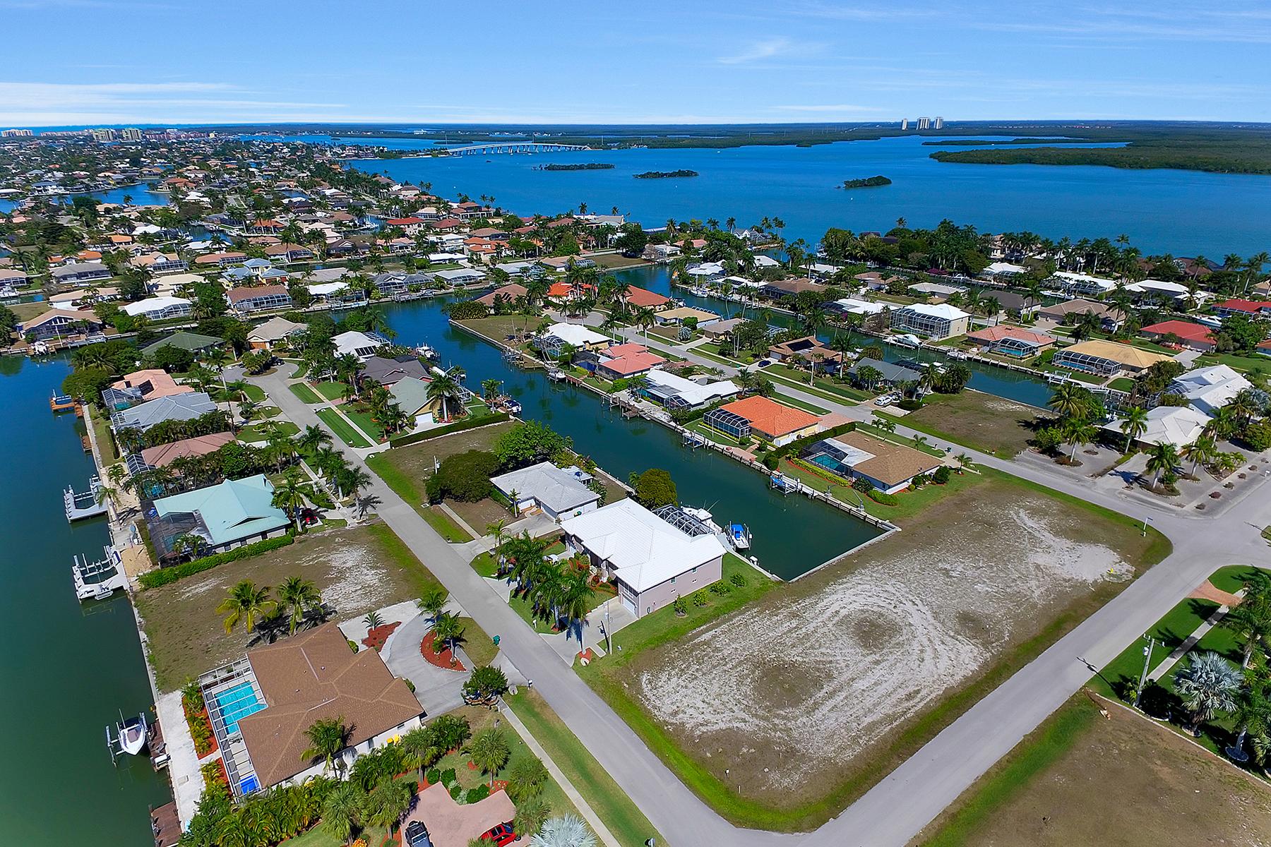 Terrain pour l Vente à MARCO ISLAND 305 Grapewood Ct Marco Island, Florida, 34145 États-Unis